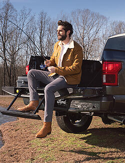 2019-02_Ford_Thomas-Rhett_FeatureDesktop_Approved-Final
